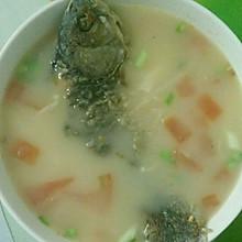 番茄金针菇鲫鱼汤