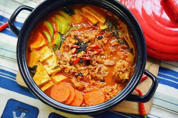 韩式火锅好吃的秘诀——泡菜肥牛锅的做法