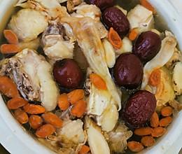 红枣花胶炖鸡汤的做法