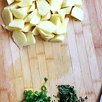孜然土豆块#樱花味道#的做法图解1