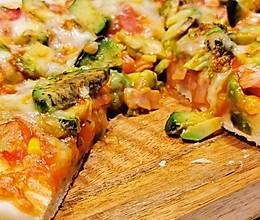 不能再简单的牛油果火腿披萨的做法