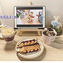 春游美食推荐紫薯三明治+ 草莓气泡水