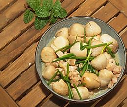 #就是红烧吃不腻!#草菇焖鸡肉的做法