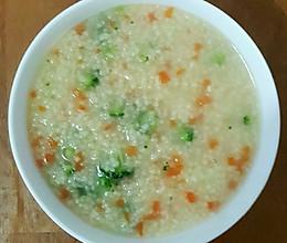儿子的早餐(小米蔬菜粥+煎馒头+鸡蛋+枣肠+清拌黄瓜+水果)的做法