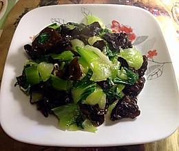 青菜炒木耳的做法