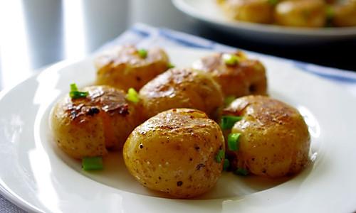 葱香小洋芋的做法