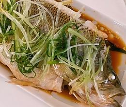 万能的蒸鱼小妙招——清蒸鲈鱼的做法