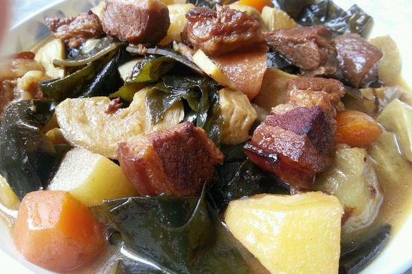 乐乐自家菜--红烧肉炖海带的做法