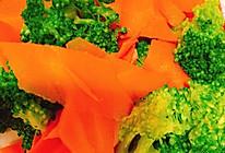 西兰花拌胡萝卜的做法