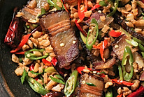【萝卜干炒腊肉】三伏天胃口不倒,湖南人有传家宝!的做法