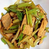 家常熏干炒芹菜