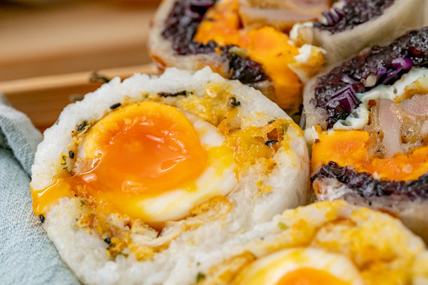 台湾爆浆炸蛋饭团丨一口满足的做法