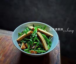 家常快手菜【韭菜炒豆腐干】的做法