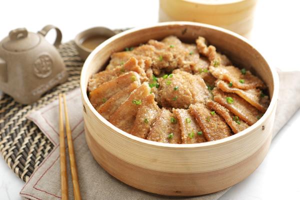 米粉和肉的结合,超级好吃又下饭哦——家庭版粉蒸肉【孔老师教做的做法