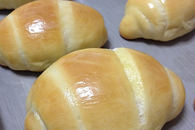 黄油卷牛角包