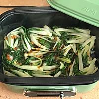 #快手又营养,我家的冬日必备菜品# 猪油渣炒小白菜的做法图解5