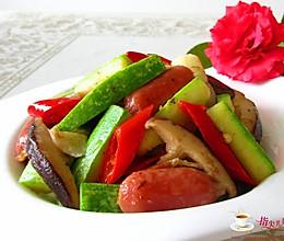 十分钟的快手菜---西葫芦炒香肠的做法