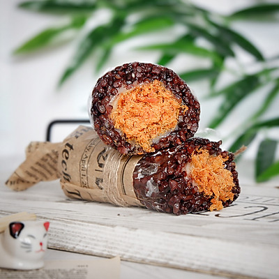 黑米辣松麻薯饭团