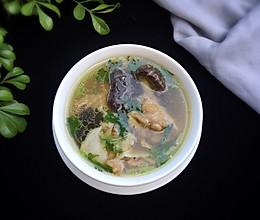 花胶炖鸽滋补汤的做法