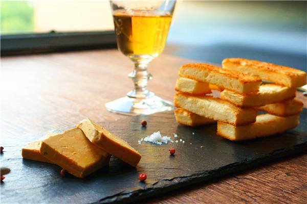 法式鹅肝酱配黄油面包#一起吃西餐#的做法