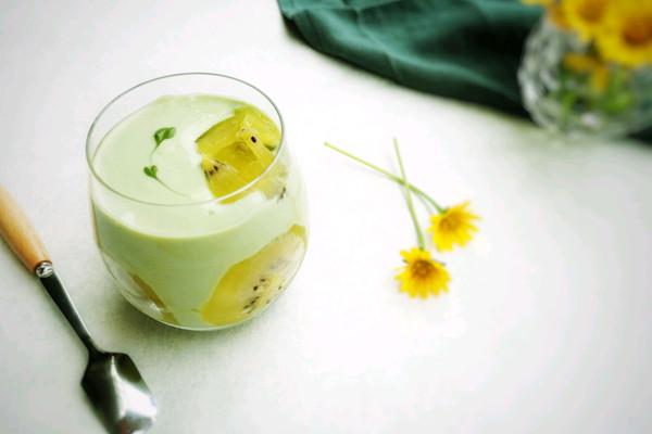 奇异果抹茶酸奶杯的做法