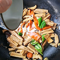 香菇烧腐竹——下饭菜带来的幸福感!的做法图解16