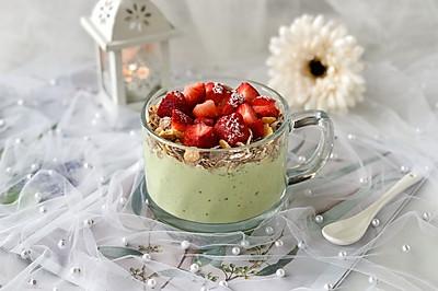 #精品菜谱挑战赛# 牛油果草莓早餐燕麦杯,美味饱腹又健康