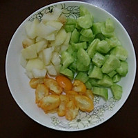 黄瓜雪梨金桔汁的做法图解1