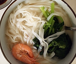 鲜虾汤河粉的做法