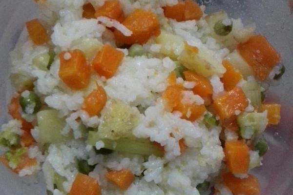 懒人兼电饭锅必备之土豆胡萝卜焖饭的做法