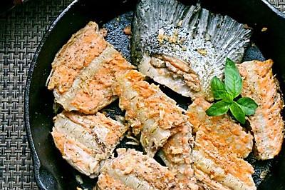 蒜香煎三文鱼骨