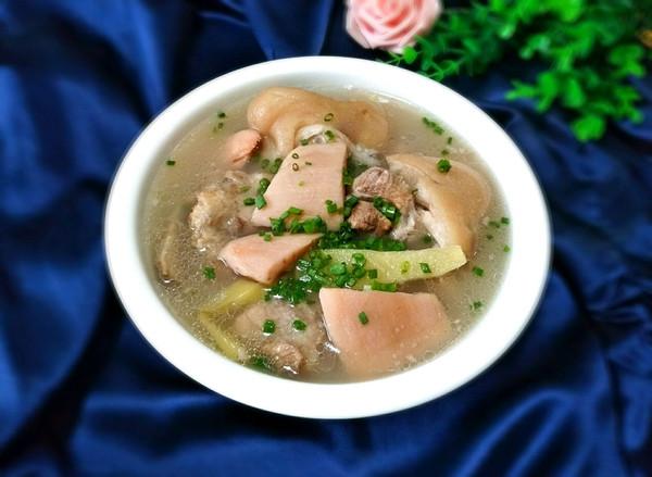 猪弯弯煨藕汤的做法