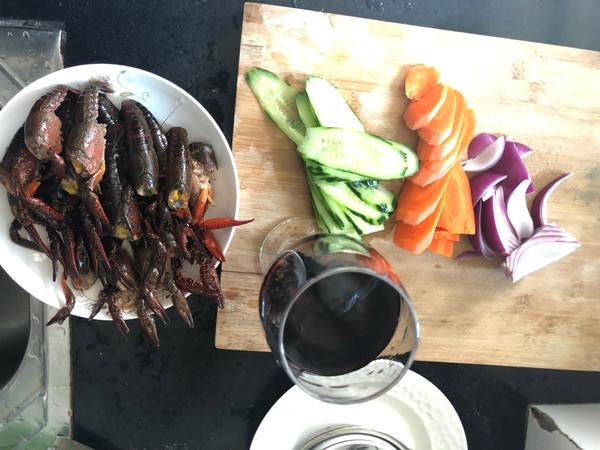 小龙虾新吃法——红酒烩小龙虾