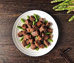 芦笋炒牛肉粒的做法