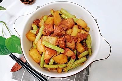 五花肉炖土豆豆角