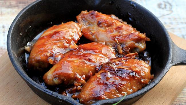 蒜香果酱煎鸡翅的做法