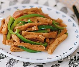 油豆腐香肠炒青椒的做法