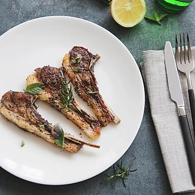 吃完这道法式烤羊排,再减肉吧!