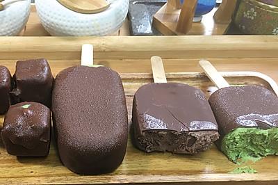 脆皮雪糕冰激凌,可可和抹茶双重美味,细腻顺滑,巧克力味浓郁。