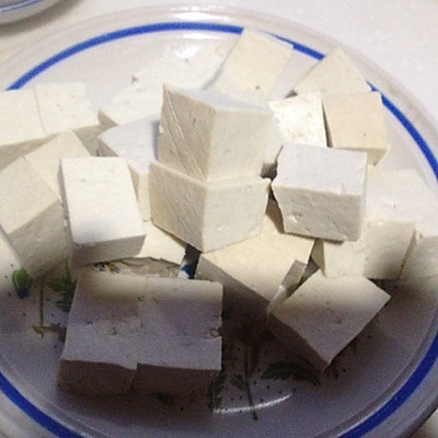 大喜大牛肉粉试用之干烧豆腐的做法 步骤1