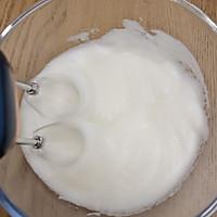 奶牛中空戚风蛋糕的做法图解11