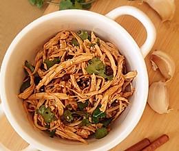 【菁选酱油】豉香鸡丝拌金针的做法