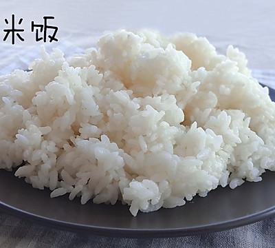 三文鱼什锦炒饭【两餐原创】的做法 步骤3