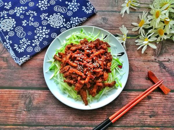 老北京人饭桌上少不了的京酱肉丝的做法