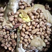 花生莲藕炖猪脚的做法图解5