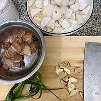 芋头炖腊肉的做法图解2