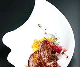 法式红酒香煎鹅肝配青苹果酱煮提子沙拉的做法