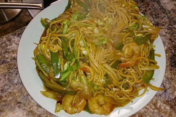 鲜虾时蔬炒面的做法