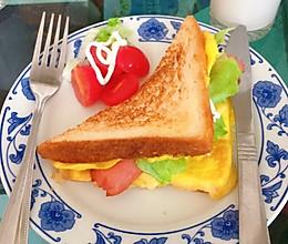 #换着花样吃早餐#鸡蛋火腿三明治的做法