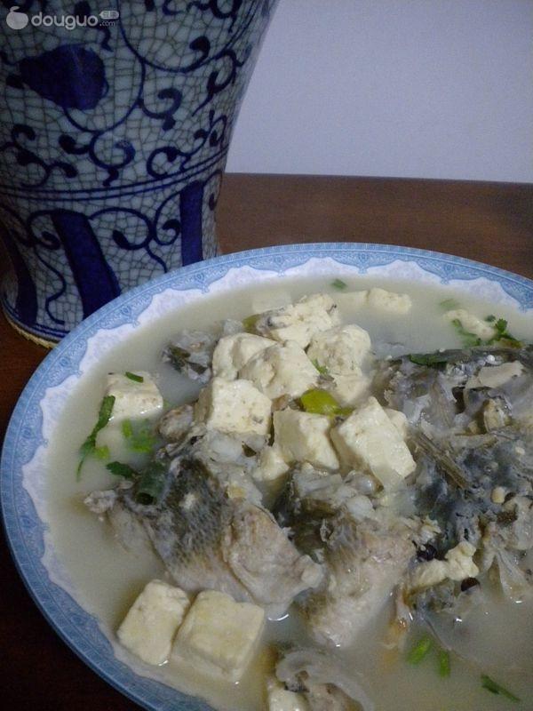 湟鱼炖豆腐的做法